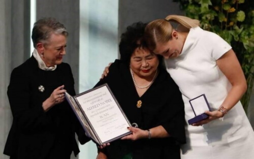 A la izquierda Berit-Reiss Andersen, presidenta del Comité Nobel noruego, al centro se encuentra la hibakusha Setsuko Thurlow, y a la derecha Beatrice Fihn, directora del ICAN (Foto ICAN)